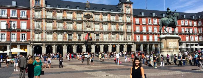 Marissa exploring el Plaza Mayor in Madrid, during one of her first days in the city.